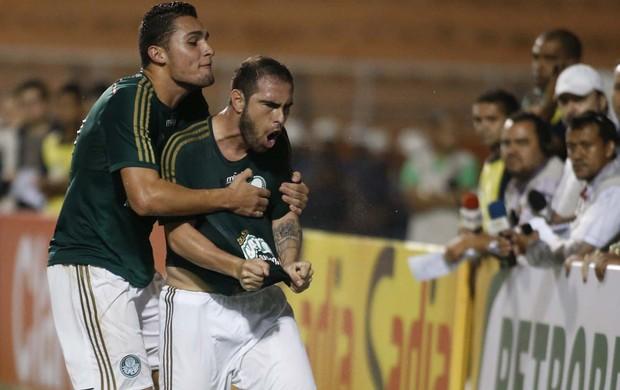 Bruno Cesar comemora o primeiro gol do verdão. Foto: Marcos Ribolli