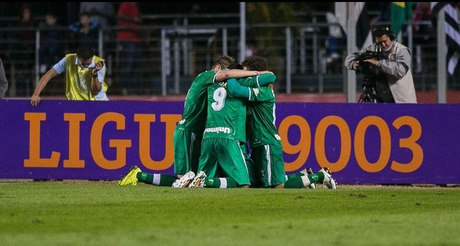Ricardo Conceição comemora gol junto com companheiros da equipe. (Foto: Leonardo Soares UOL).