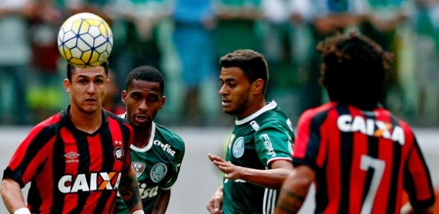 Cleiton Xavier foi um dos destaques do jogo. Foto: Ernesto Rodrigues / Folhapress