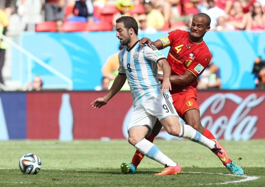 Company fez boa partida comandou a defesa belga contra a Argentina.