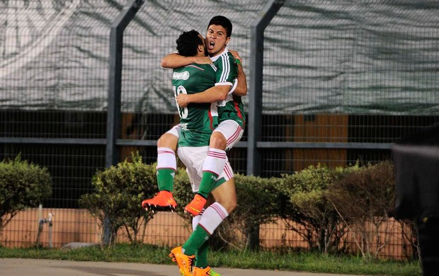 Cristaldo comemora com Diogo o gol da vitória. Foto: Marcos Ribolli
