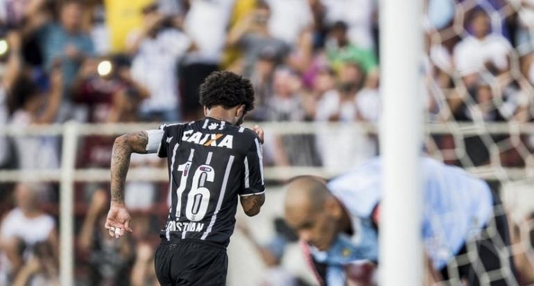 Cristian comemora seu primeiro gol no retorno ao Corinthians. (Foto: Adriano Vizoni/Folhapress)