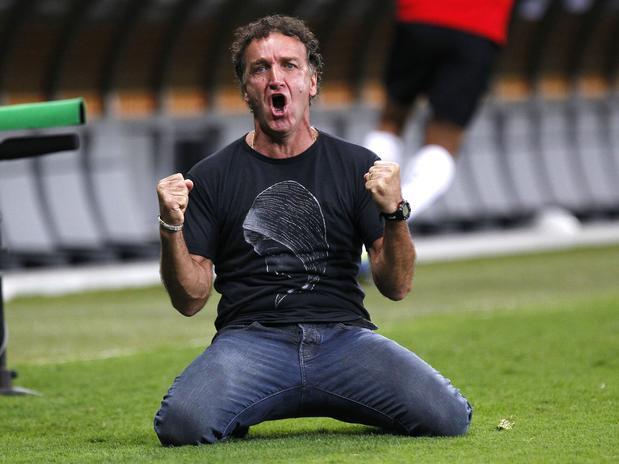 """Ex-azarado"" Cuca comemora a conquista da Libertadores. Foto: AP"