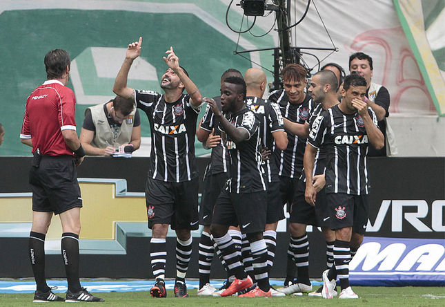 Jogadores do Timão comemoram o gol da vitória. Foto: Reginaldo Castro