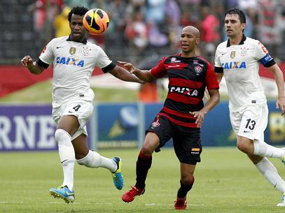 Dinei foi o autor do gol Rubro-negro. Foto: Felipe Oliveira / Agif / Gazeta Press
