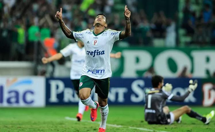 Dudu comemora um de seus gols marcados diante do Mogi.  (Foto: Marcos Ribolli)