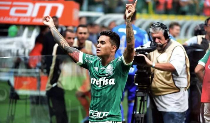 Dudu comemora um dos gols do tempo normal. O atacante dez dois. (Foto: Marcos Ribolli)