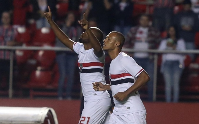 Edson Silva abriu o placar logo aos 2 minutos. ( Foto: Rubens Chiri).