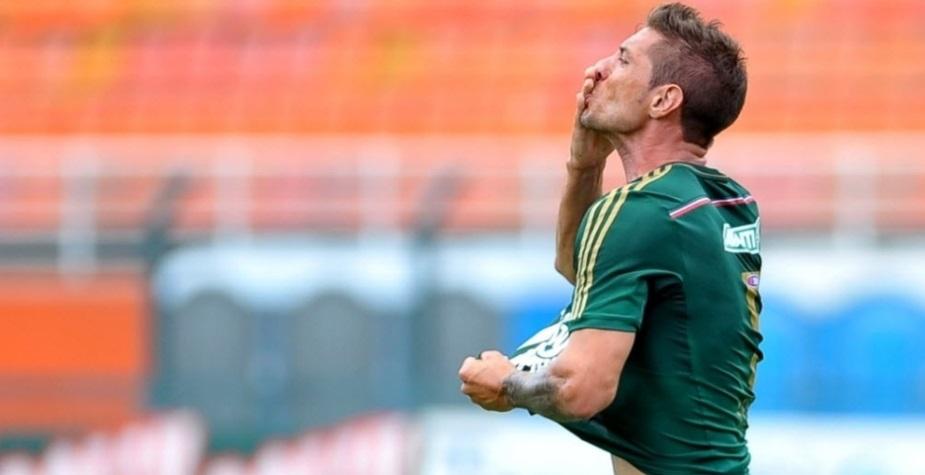 Eguren comemora gol de empate do Palmeiras contra a Ponte Preta no Pacaembu. (Foto: Reinaldo Canato/UOL)