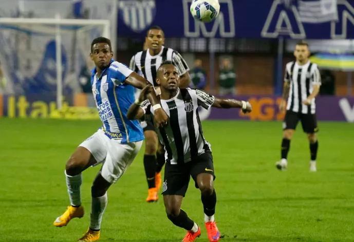Santos e Avaí empatam na ressacada, em Florianópolis (Foto: Jamira Furlani/Avaí FC)