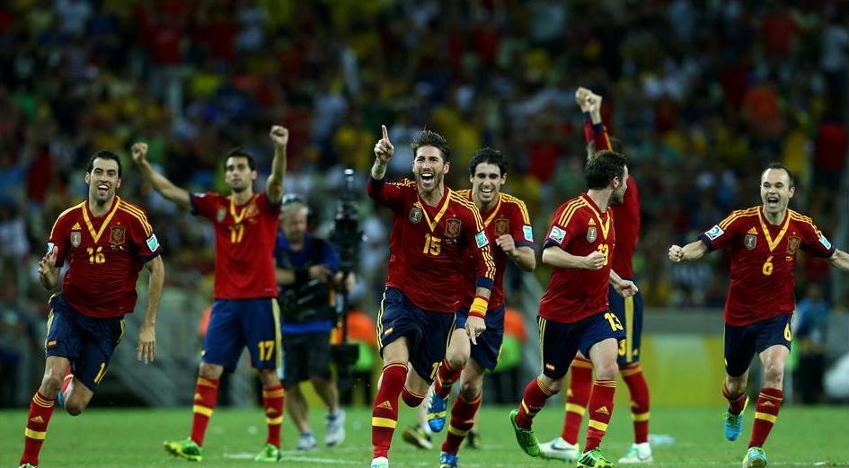 Espanhóis comemoram a classificação. Foto: Getty Imagens