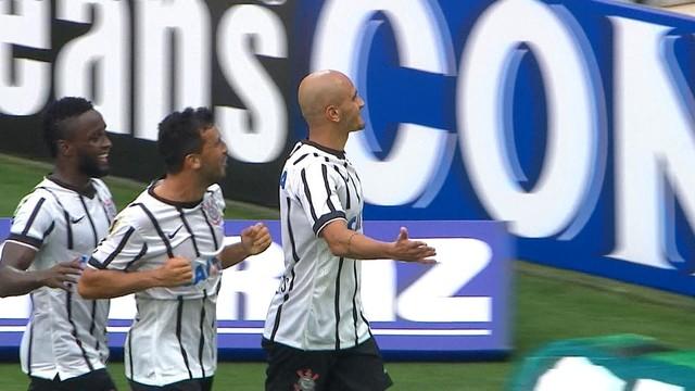 Fabio Santos comemora o primeiro gol na partida. (Foto: Reprodução)