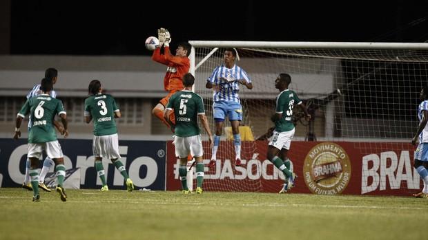 Goleiro Fabio foi o estreante da noite pelo verdão. Foto: Tarso Sarraf / O Liberal