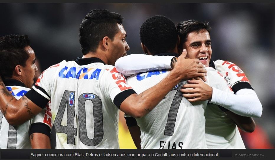 Fagner faz gol para Corinthians contra o Internacional.