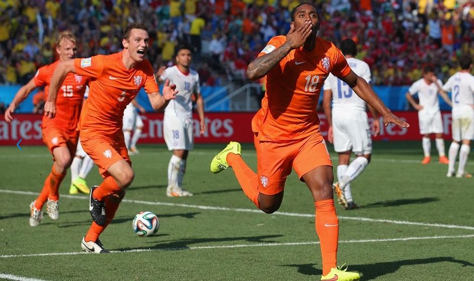 Fer comemora gol que abriu a vitória holandesa. (Foto: Getty)