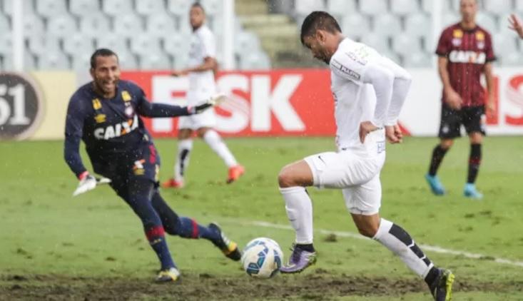Gabriel marcou dois na goleada santista, na Vila. (Foto: Fred Casagrande /Agência Estado)