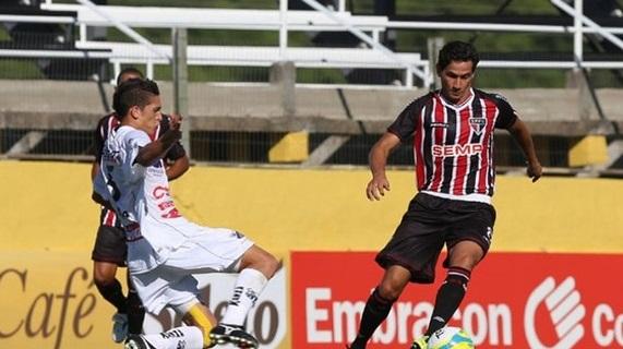 Ganso foi um dos destaques negativos do lado tricolor.  (Foto: Rubens Chiri / saopaulofc.net )