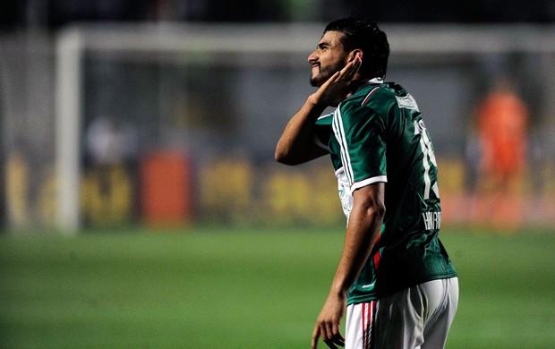 Artilheiro Henrique comemora gol do triunfo. Foto: Marcos Ribolli