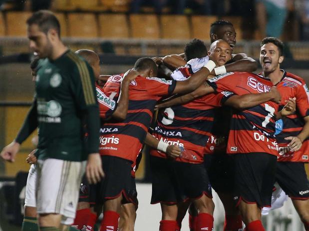 Jogadores do Ituano comemoram a classificação. Foto: Marcos Bezerra / Futura Press