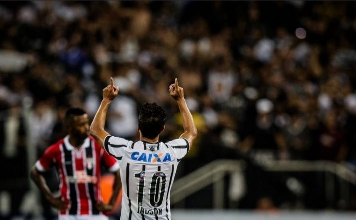 Jadson comemora seu primeiro gol do ano, justamente contra seu ex-clube. (Foto: Eduardo Anizelli/Folhapress)