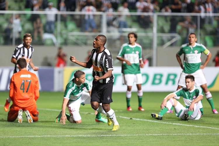 Jemerson comemora o gol que abriu o placar. Foto: Cristiane Mattos / Futura Press