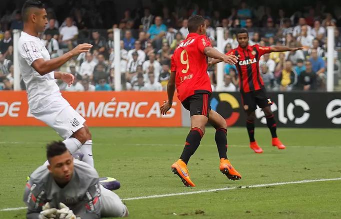 Joelinton comemora o gol diante do Santos. (Foto: Lucas Baptista/Agencia Estado)