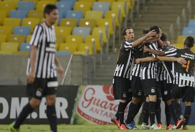Jogadores alvinegros comemoram o gol marcado por Cicero contra o Fluminense. Alexandre Loureiro Inovafoto  Gazeta Press