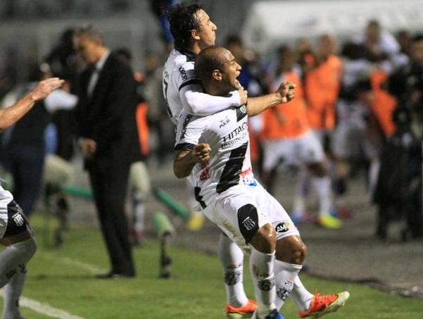 Jogadores da Ponte Preta comemoram gols marcados no final da partida Denny Cesare  Futura Press