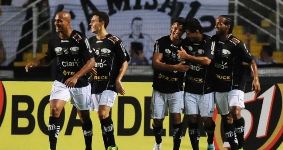 Jogadores do Bragantino comemoram o primeiro gol da partida diante do Corinthians. (Foto: junior Lago / UOL)