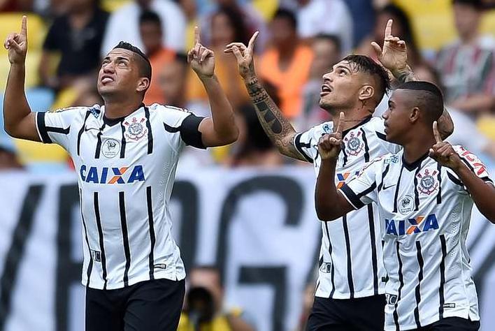 Jogadores do Corinthians comemoram gol de Guerrero contra o Flu. (Foto: Buda Mendes / Getty Images)