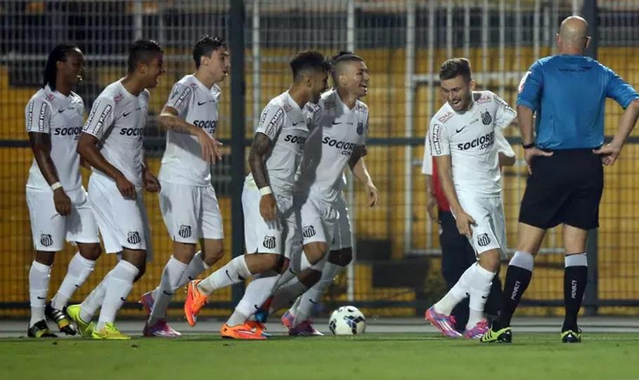 Jogadores do Santos cansaram de comemorar gols contra o Botafogo. (Foto: Ari Ferreira / Agência Lance)