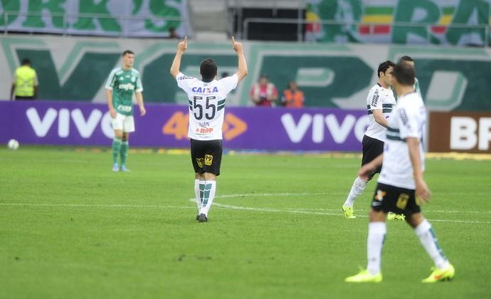 Juan comemora o primeiro gol do jogo. Foto: Marcos Ribolli