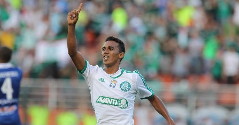 Juninho comemora o gol de empate do Palmeiras no Pacaembu. Foto: Robson Ventura / Folhapress
