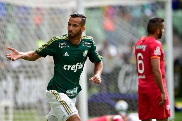 Leandro Pereira comemora o primeiro gol do Verdão. Foto: Fernando Dantas / Gazeta Press