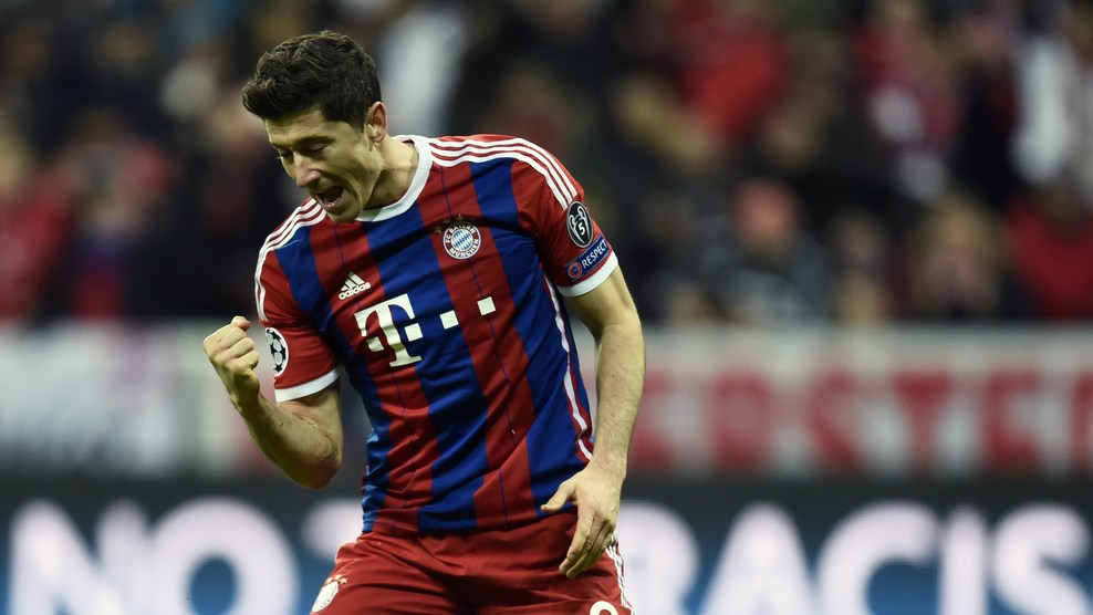Lewandowski comemora o sexto gol do Bayern de Munich Foto: ANDERSEN/AFP/Getty Images)