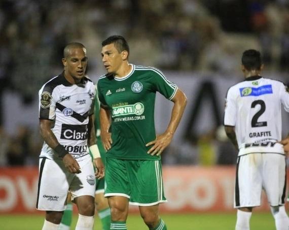 Lucio fez boa estreia com a camisa do Palmeiras diante do Comercial. (Foto: Silva Junior/ Folhapress)