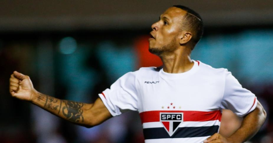 Luis Fabiano comemora o gol tricolor da partida. (Alexandre Schneider/Getty Images)