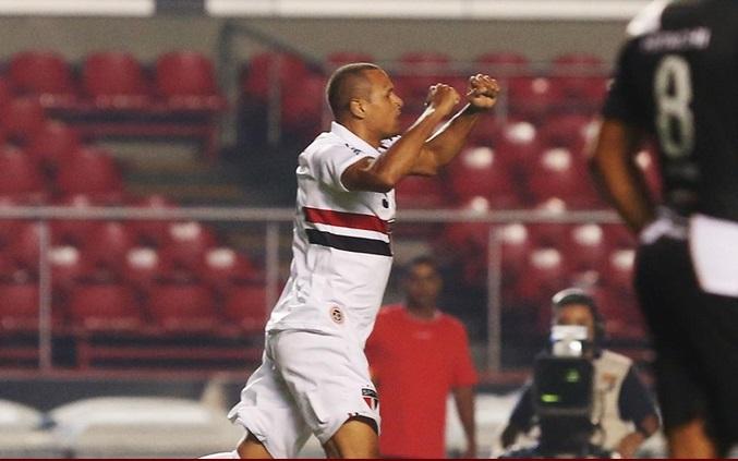 Luis Fabiano abreo placar para o Tricolor aos 2 minutos do 2º tempo. (Foto: Rubens Chiri)