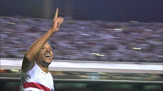 Luis Fabiano comemora o gol diante do Palmeiras. (Foto: Reprodução).