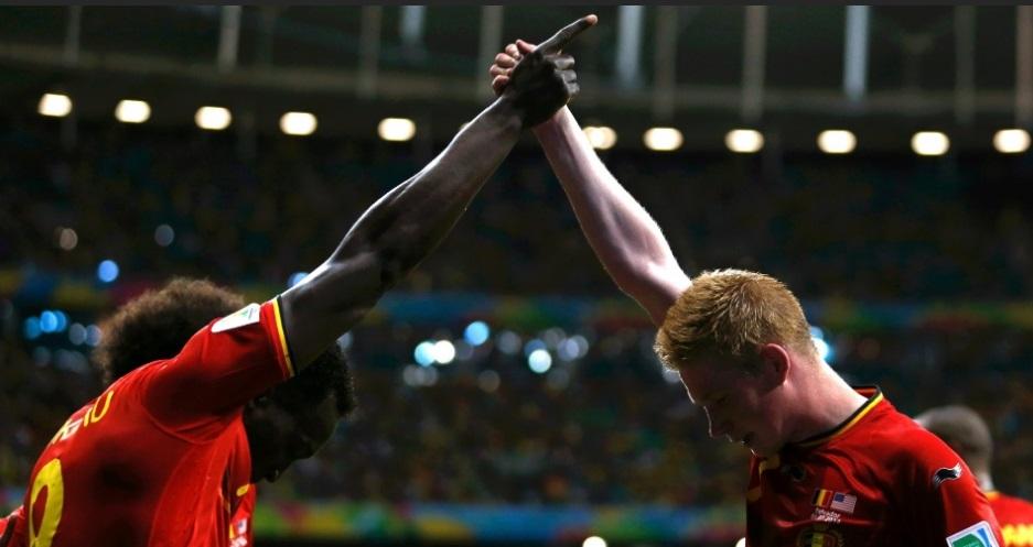 Lukaku e De Bruyne comemoram gol contra os Estados Unidos. (Foto: REUTERS/Marcos Brindicci)