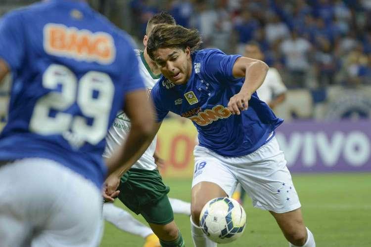Marcelo moreno também parou em Fernando Prass. Foto: Yuri Edmundo / Gazeta Press