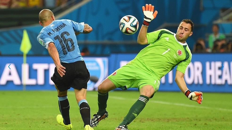 Maxi Pereira tentou diminuir, mas Ospinna fechou o gol. (Foto: Getty)