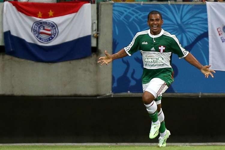 Mazinho  comemora o gol do triunfo alviverde. Foto:  Felipe Oliveira / Getty Images