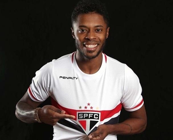 Michel Bastos assinou contrato de um ano e meio com o tricolor. (Foto: Rubens Chiri/saopaulofc.net)