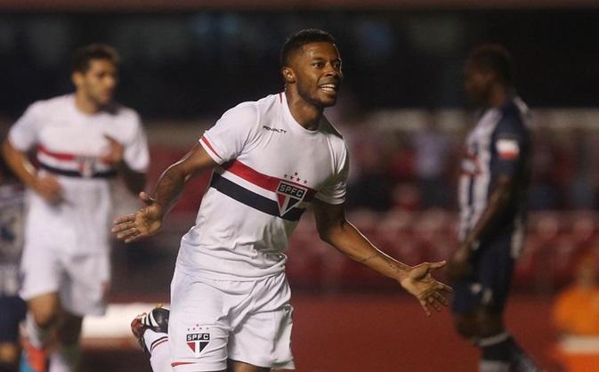 Michel Bastos fez mais um lindo gol no Morumbi. (Foto: Rubens Chiri)