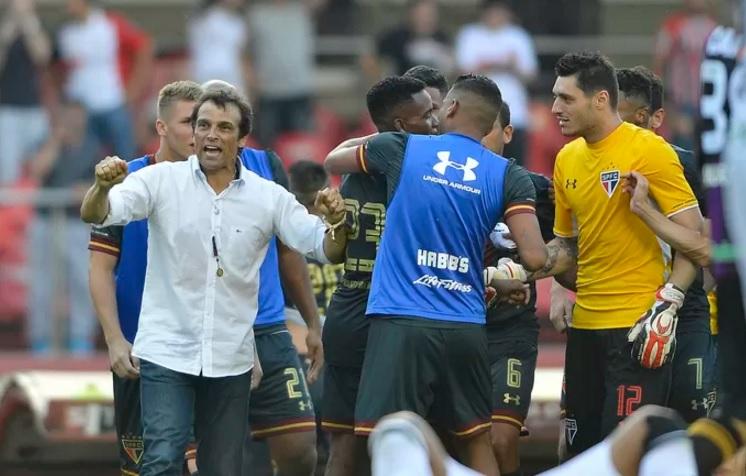 Milton Cruz vibra com a virada heroica do tricolor diante do Figueirense. (Foto: Mauro Horita)