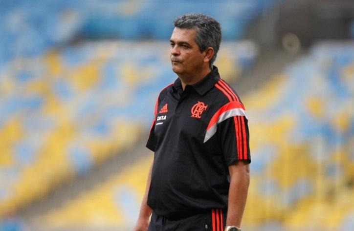 Ney Franco a beira do gramado reestreiando no Flamengo. (Foto: Bol)