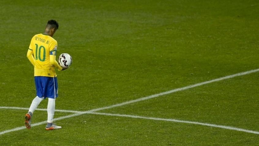 O dono da bola! Neymar brilha e Brasil vence seleção peruana. (Foto: Carlos Succo/EFE