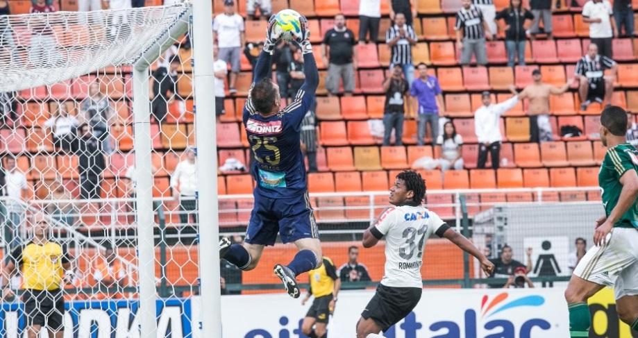 O goleiro palmeirense foi um dos destaques da partida que terminou empatada no Pacaembu. (Foto: Rodrigo Capote/UOL)