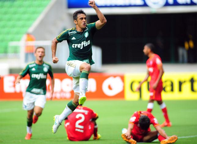 Robinho comemora o seu  primeiro gol pelo Palmeiras. Foto: Alan Morici